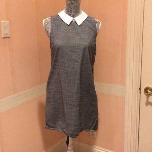 Sleeveless gray scalloped hem collared mini dress